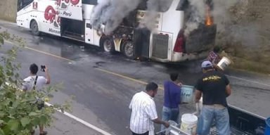 Se incendia bus de orquesta Grupo5 y 10 músicos salvan de morir (VIDEO)